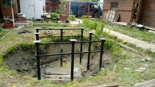 Фундамент, установленный на месте старого котлована