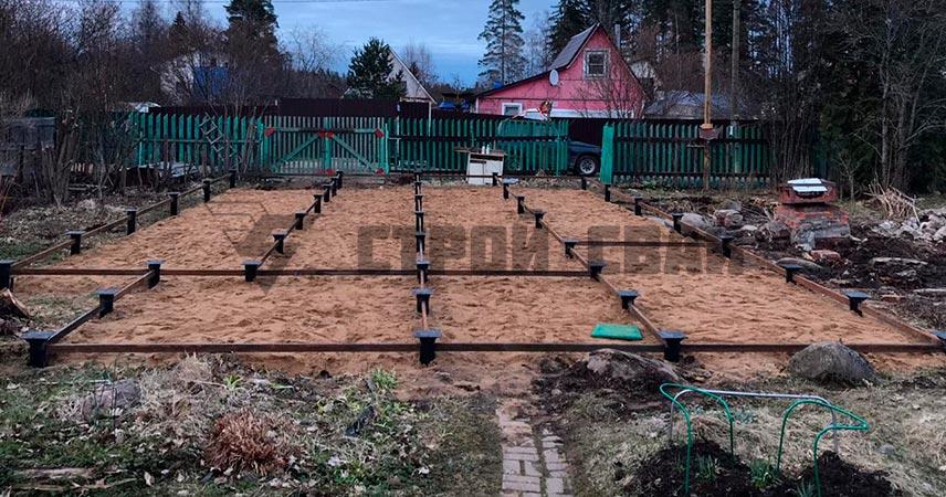 Завинчивание винтовых свай 108 мм под дом в деревне Орехово