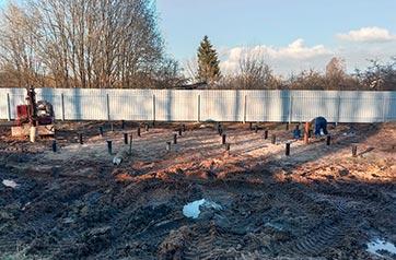 Установка свайно-винтового фундамента под баню в поселке Синявино-2