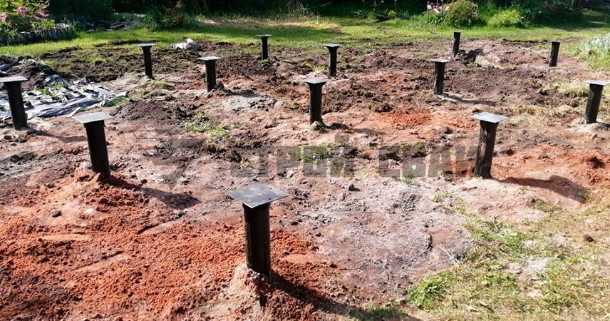 Монтаж свайно-винтового фундамента под дом в поселке Дивенский