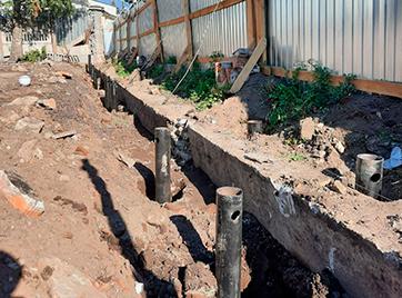 Закрутка свай диаметром 133 мм под забор на улице Днепропетровской, 18
