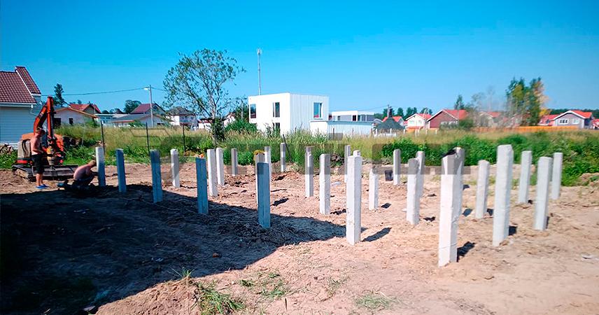 Монтаж опорных железобетонных свай под дом в поселке Новое Сойкино