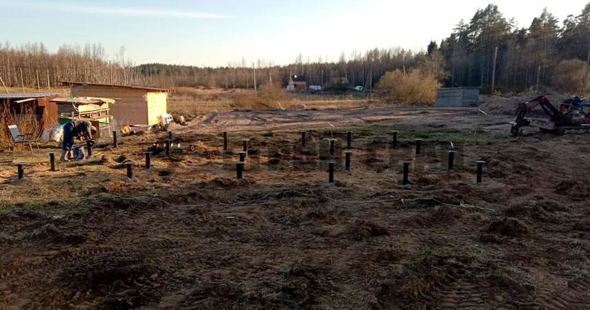 Завинчивание свай 108 мм под дом в поселке Первомайское