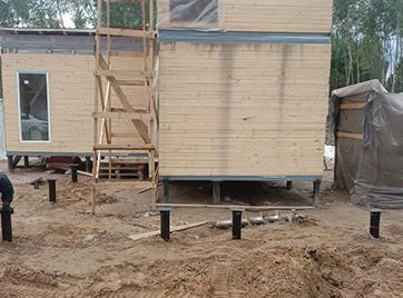 Монтаж винтовых свай под пристройку к дому в поселке Новое Сойкино