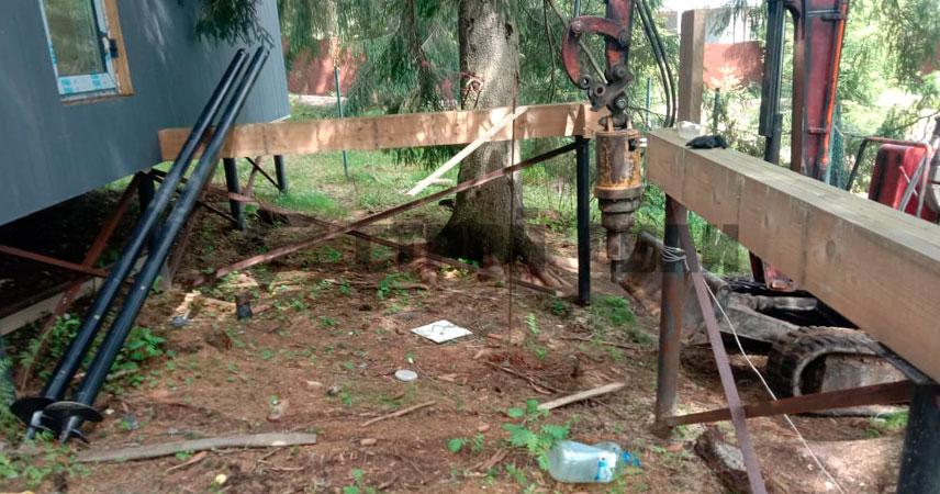 Монтаж свайно-винтового фундамента под пристройку в поселке Стеклянный