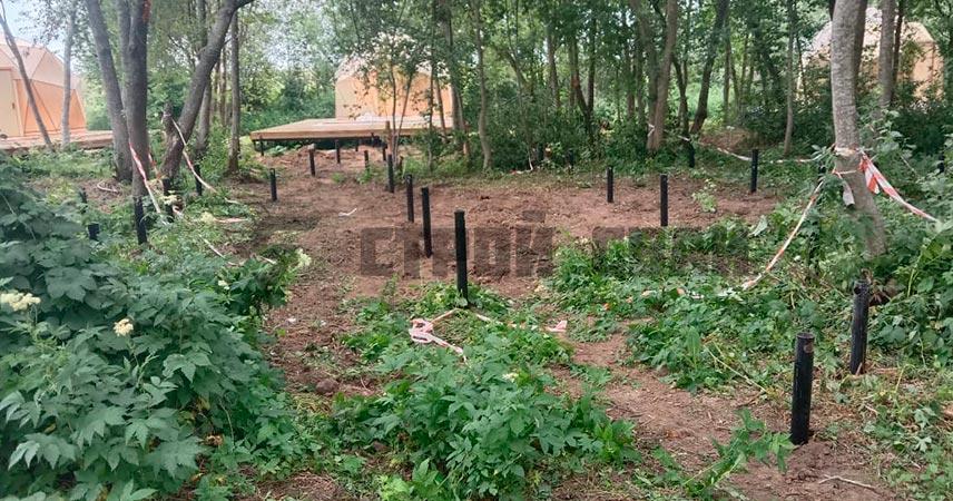 Закрутка винтовых свай 76, 89, 108 мм под эко-тропу в поселке Суйда