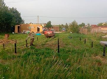 Закрутка винтовых свай 90 мм под дом в поселке Ульяновка